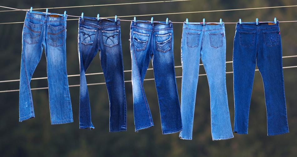 Чтобы джинсы не сели, важно правильно их сушить после стирки