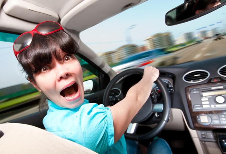 Ехать в машине с покойником во сне - в жизни вас подстерегает опасность