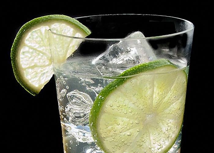 Ледяной напиток с лимоном