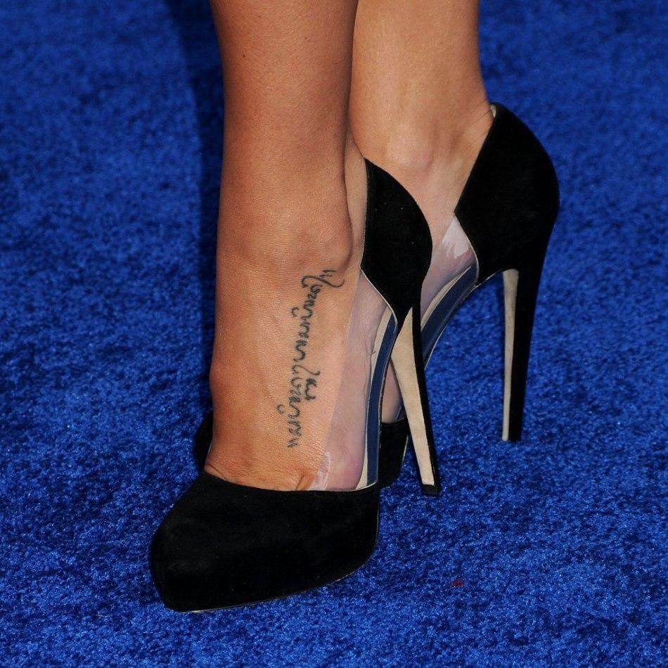 Fantastico тату на ноге надпись мужские