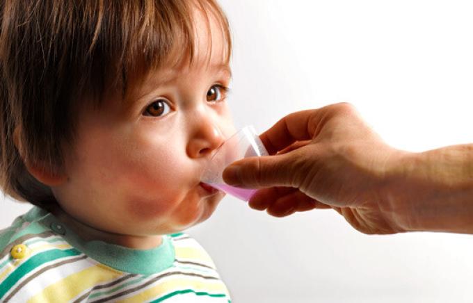 У детей вирусную ангину чаще приходится лечить с помощью симптоматических средств, чем у взрослых