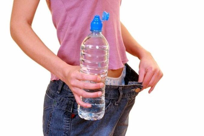 Эффективное похудение основано на употреблении необходимого количества воды в день