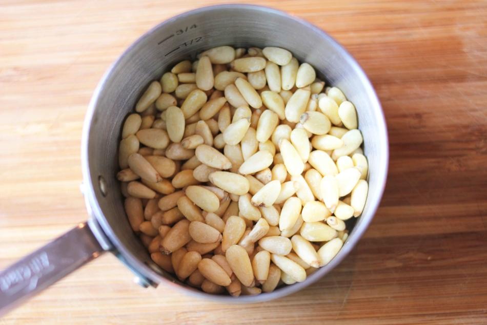 Во время беременности можно воспользоваться не только высокой питательной ценностью кедровых орешков