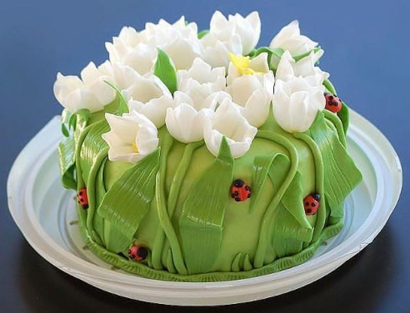 sovremennii-ukrashennii-tort Украшение торта своими руками в домашних условиях