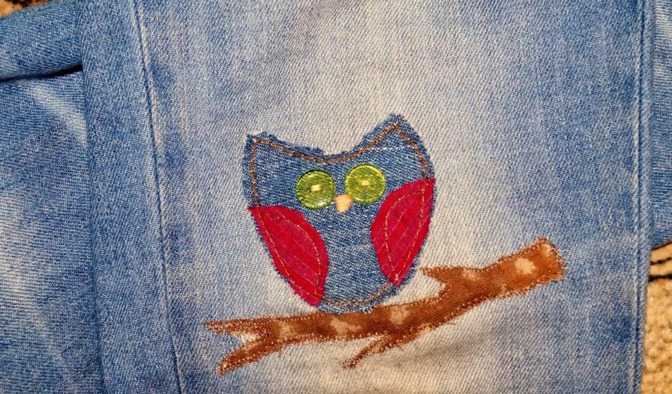 Симпатичная сова-заплатка на детских джинсах