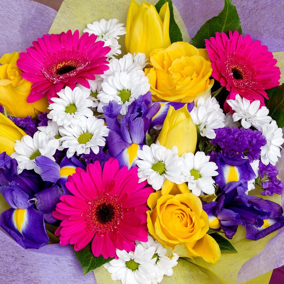 Букет из роз, гербер, хризантем и ириса