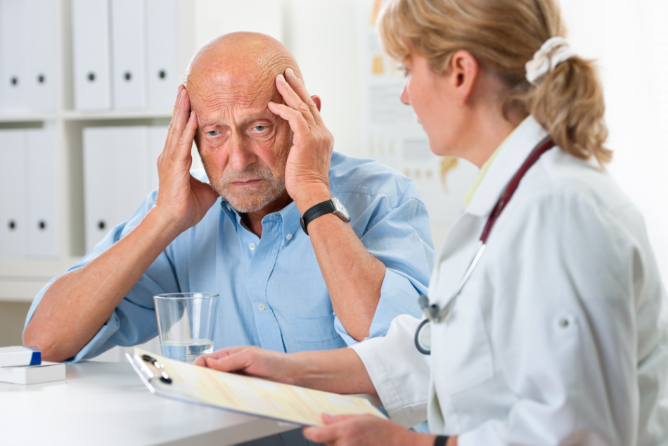При болезни альцгеймера необходимо обратиться к психиатру