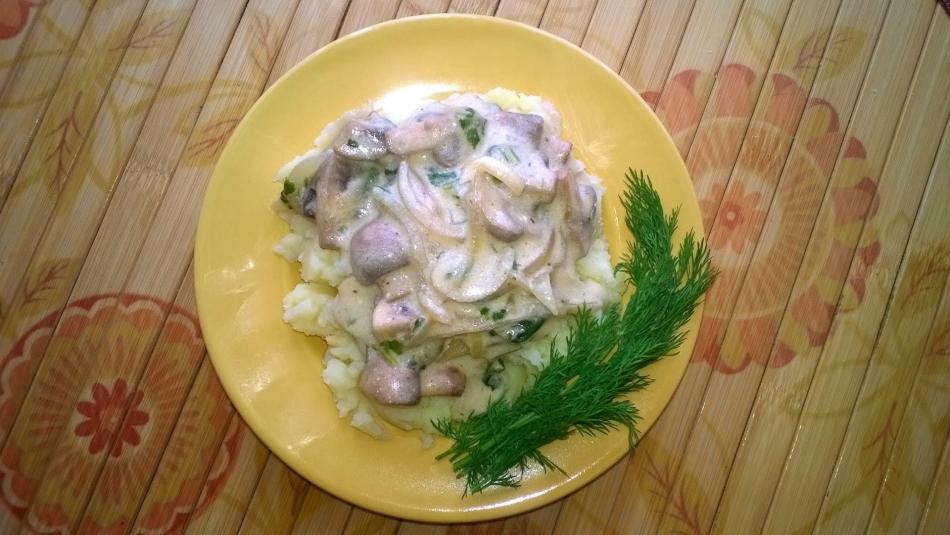 Грибной соус из шампиньонов со сметаной к макаронам
