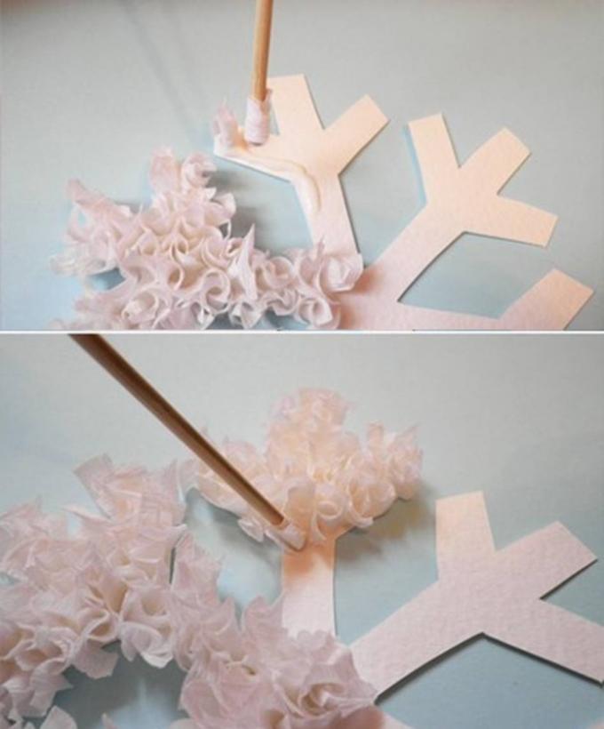 e4893367bfbb695495df67e328191556 Гофрированные снежинки из бумаги своими руками схемы. Снежинка из гофрированной бумаги. Снежинка из плотной бумаги