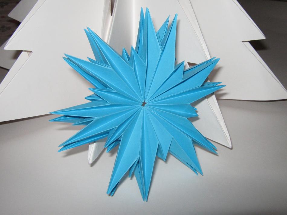 snezhinka-origami-foto-5 Как крючком связать красивую снежинку? Снежинки крючком: узор, схемы с описанием для начинающих