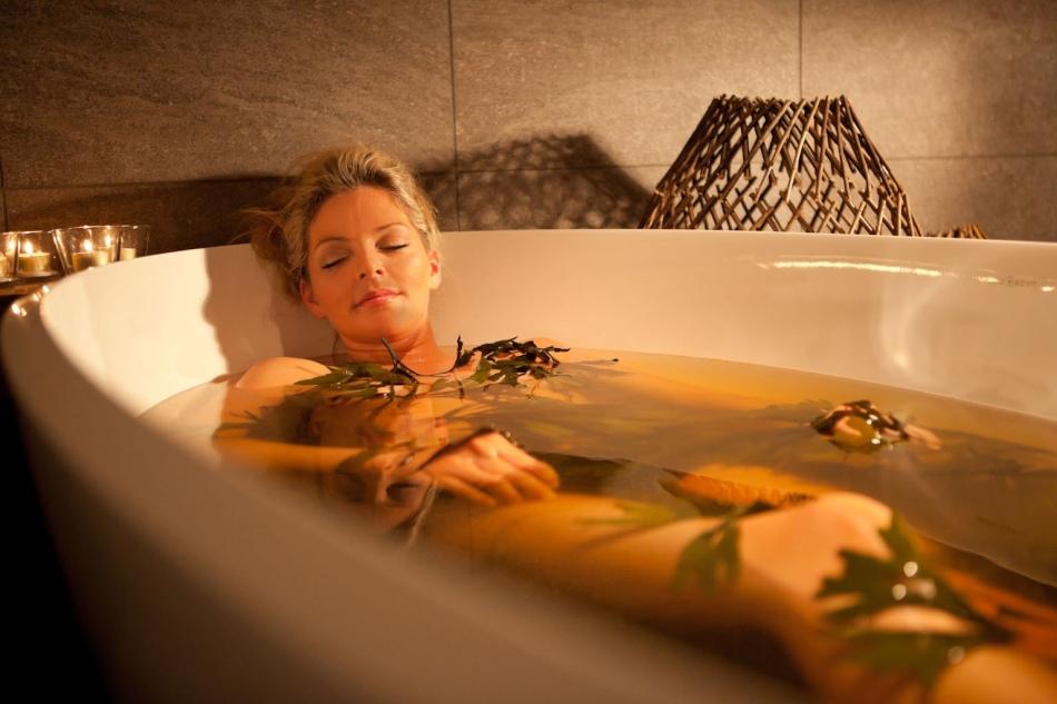 Можно ли при температуре 37, 37.5, 38 и более высокой мыться в ванне, душе, бане