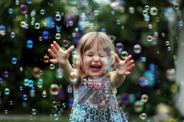 Рассмотрите вокруг себя пузырьки для радости!