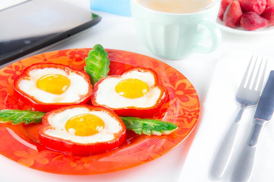 Такие интересные яичницы с перцем украсят детский завтрак