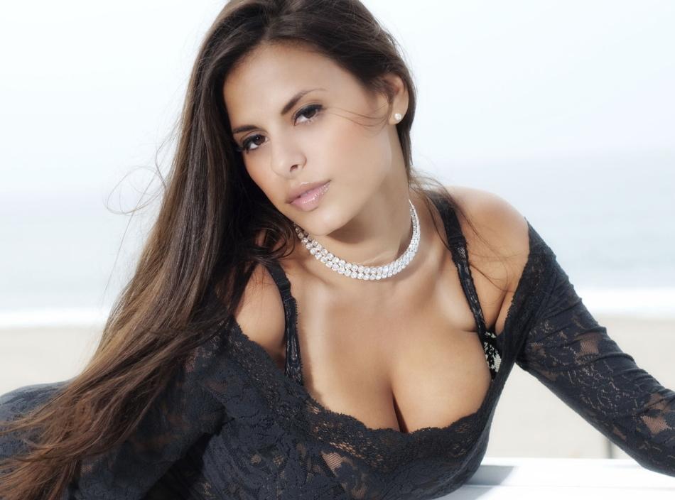 Клубничка официальный дама бальзаковского возраста в нижнем белье фото порно