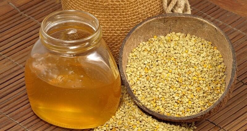 При простуде и кашле можно рассасывать смешанную с медом пчелиную пыльцу.
