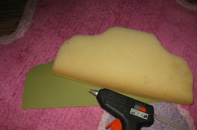 kak-sshit-kukolnii-myagkii-divan-svoimi-rukami-iz-podruchnih-materialov-shag2 Домик и мебель для кукол своими руками из картона: схема, выкройка, фото. Как сделать кровать, диван, шкаф, стол, стулья, кресло, кухню, холодильник, плиту, коляску для кукол из картона своими руками