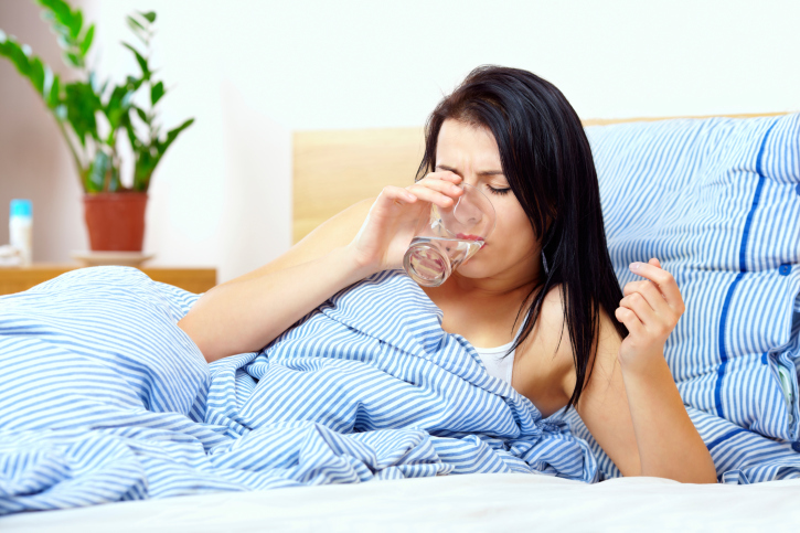 Нужно пить достаточно жидкости в течении всего дня
