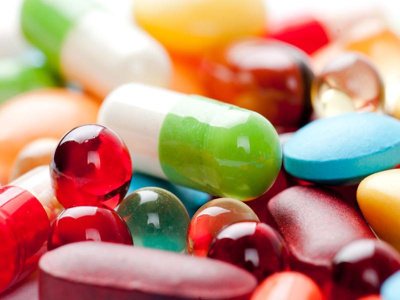 При лечении дисплазии большое значение имеет прием витаминов и иммуномодуляторов