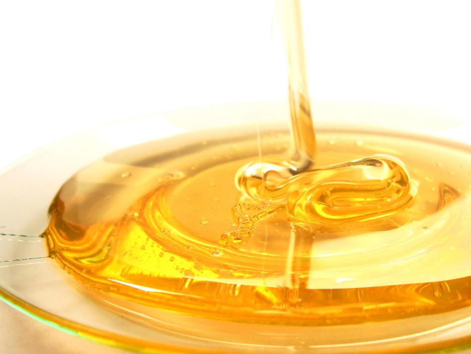 Как отличить плавленый и натуральный полезный мед? в чем отличия и особенности этого продукта?