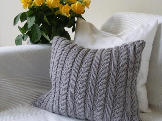 декоративные вязаные подушки спицами диванные игрушки чехлы схема