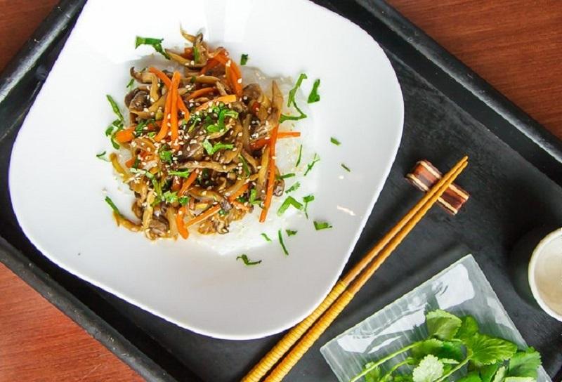 Вешенки с корейской морковью