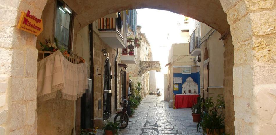 Улица в бари, апулия, италия