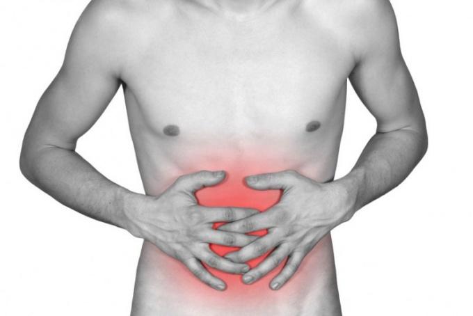 Во время клизм с содой в животе могут возникать неприятные ощущения.