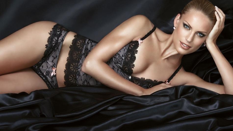 Новое сексуальное нижнее белье жена может приобретать перед новой изменой