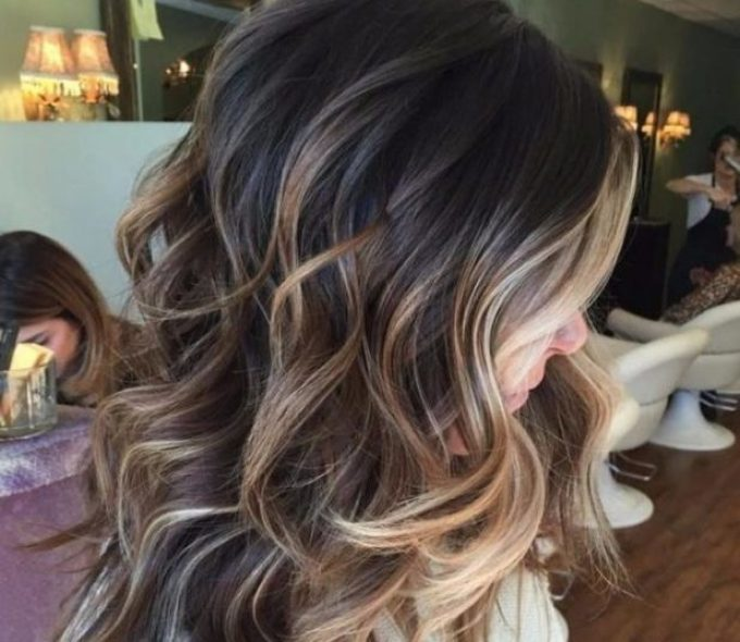 shyeg-na-dlinnie-lokoni Красивые стрижки на средние волосы 2019-2020, фото, идеи стрижки на средние волосы