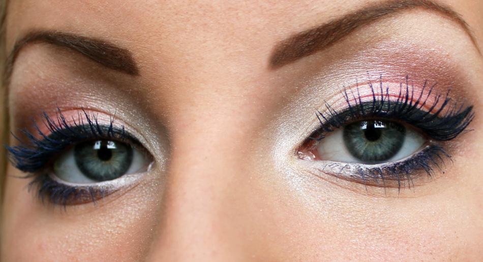 Выразительный макияж для серых глаз