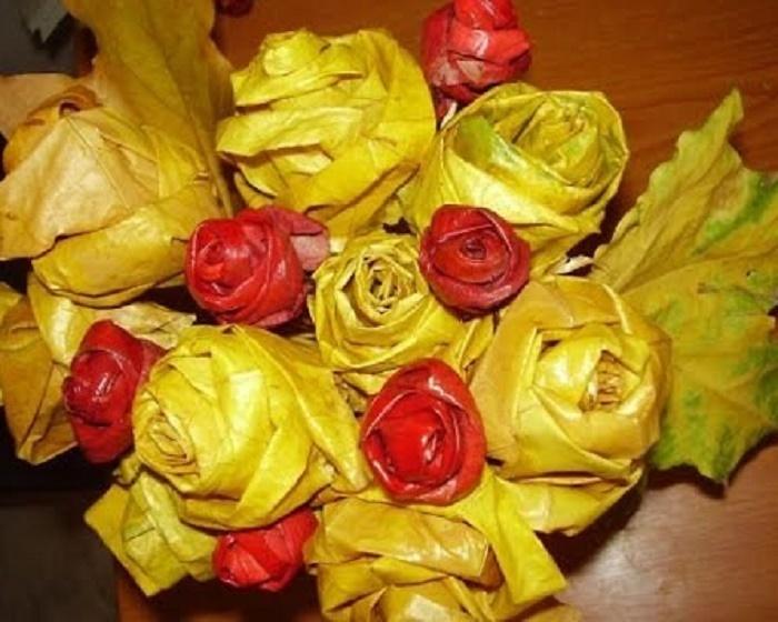 f00461ac9b199d07f39b61cb7fa92722 Цветы и розы из кленовых листьев своими руками пошагово. Осенние поделки из кленовых листьев – букеты с розами и цветами: мастер класс