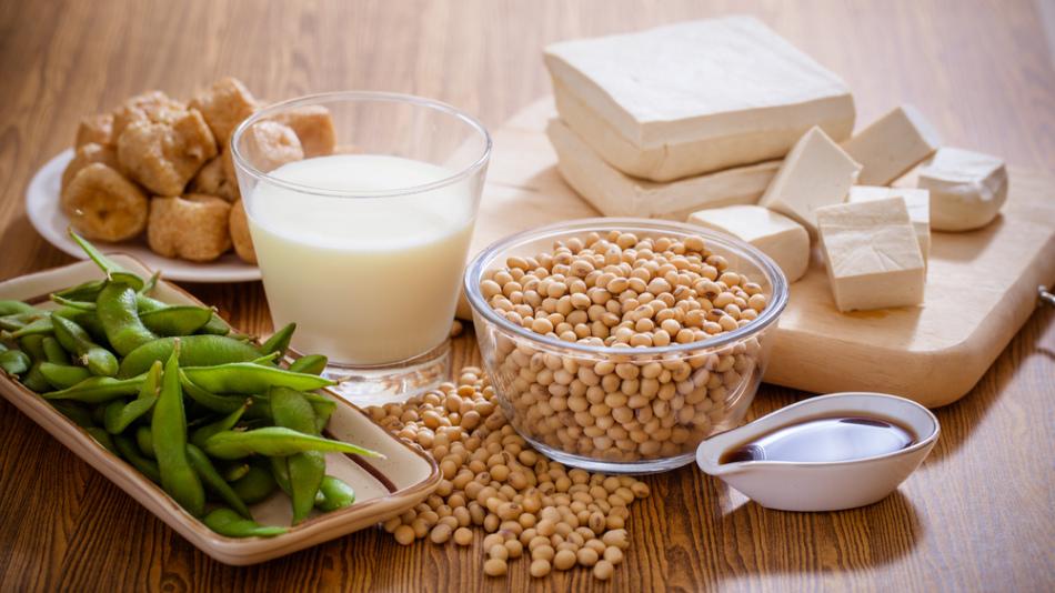 Соевые продукты питания: бобы, сыр тофу, соевый соус, соевое мясо