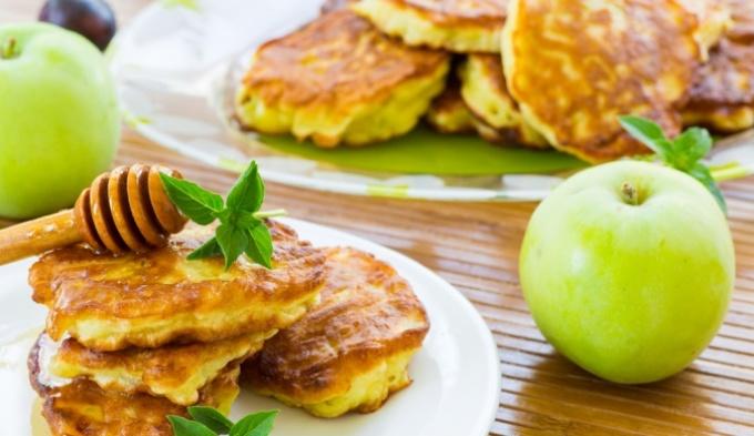 Оладьи с яблоками: рецепт