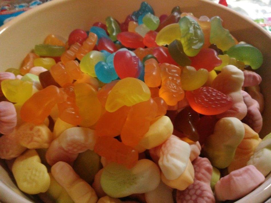 konfeti-iz-fruktovogo-soka-na-osnove-zhelatina-ili-agara Конфеты в домашних условиях - лучшие рецепты с фото