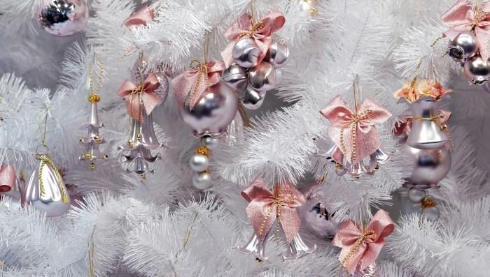 Красивая елка в одном розовом цвете: идеи