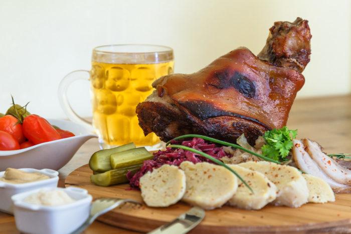 Мясо-рулька по-чешски