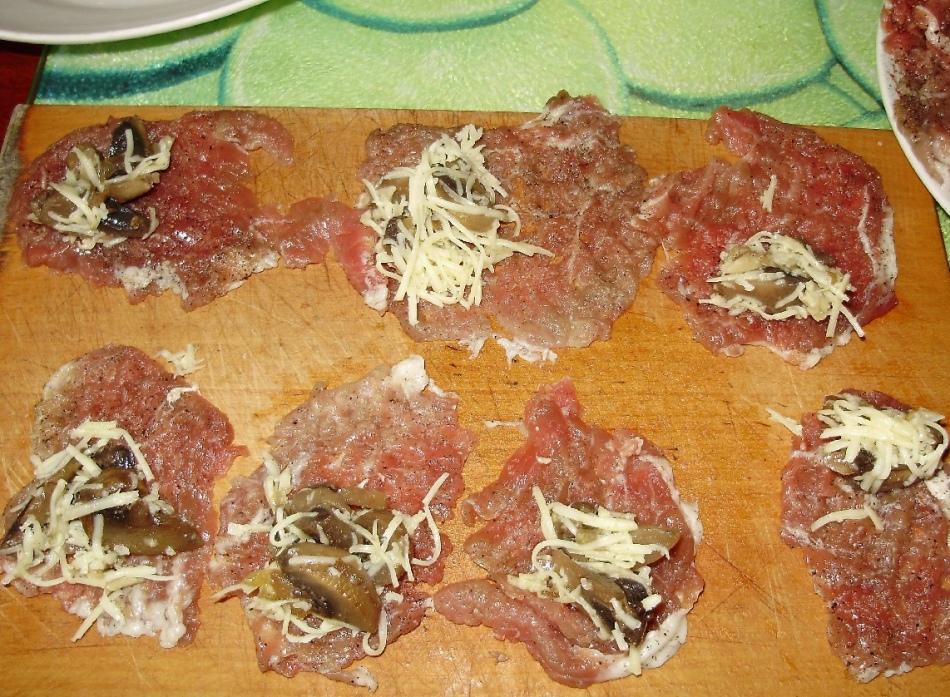 Мясные пальчики с начинкой из жаренных грибов