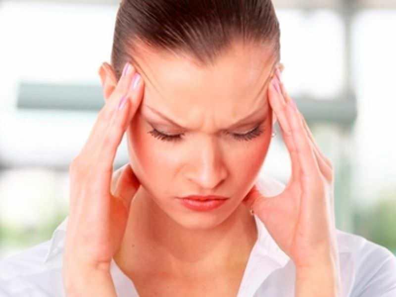 Головная боль и кровь из носа может быть следствием нервного или физического перенапряжения