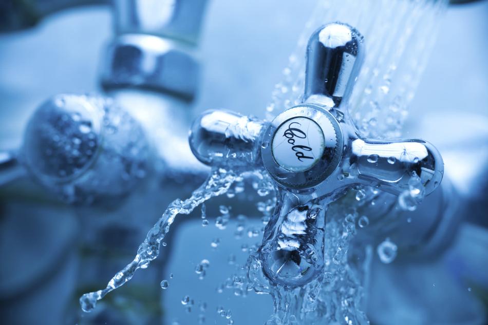 Промыв зеркало водой вы смываете с него негативную энергию