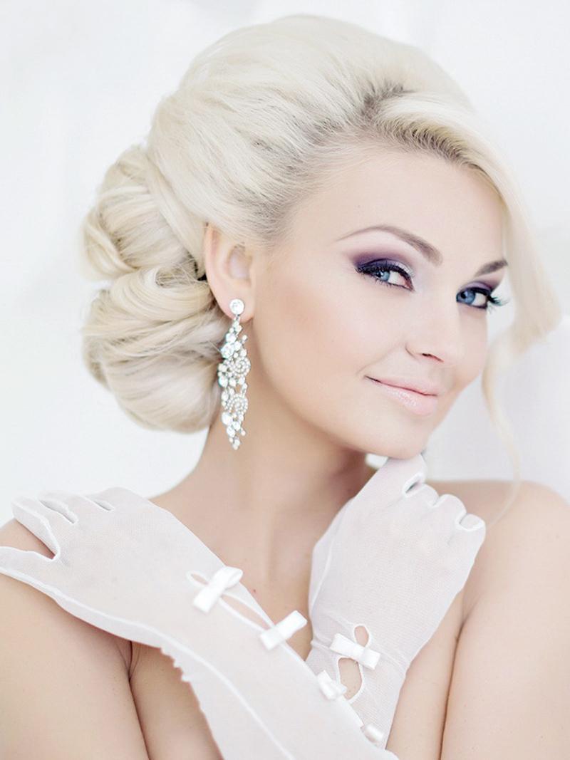 Полное окрашивание волос с белый цвет для блондинок с голубыми глазами
