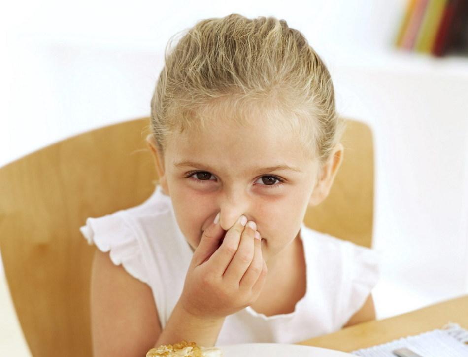 Как помочь малышу избавиться от неприятного запаха ног?