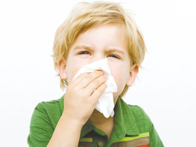 Неправильное сморкание может стать причиной кровотечения из носа