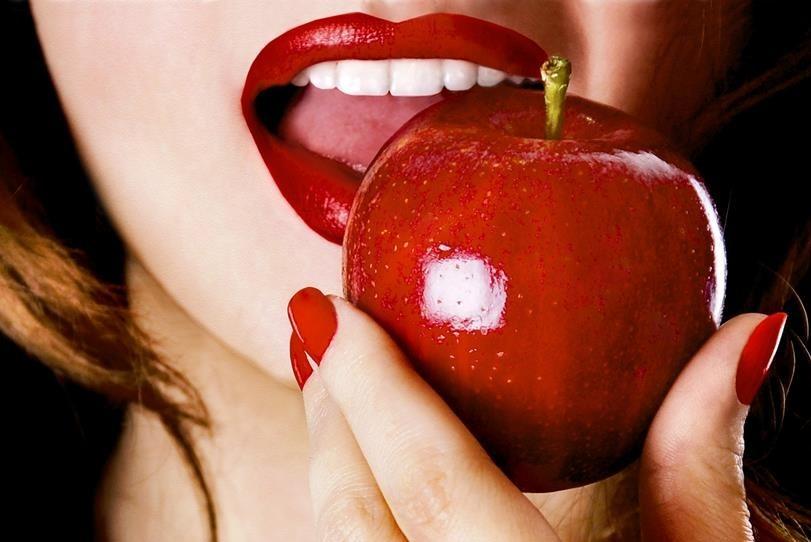 Какие яблоке можно есть кормящей маме?