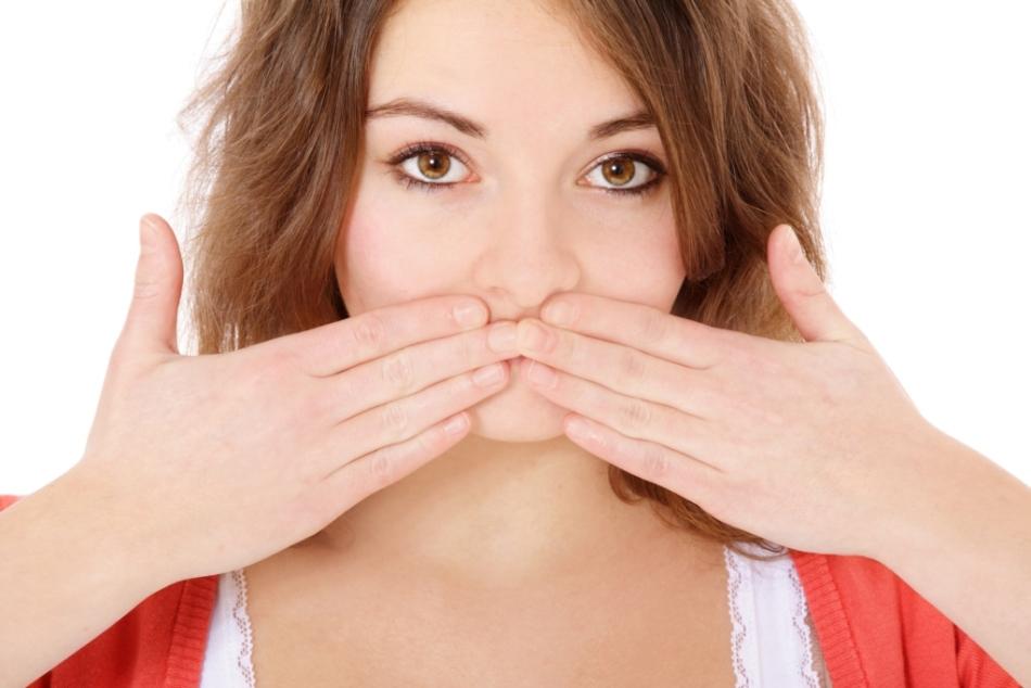 Постоянная сухость во рту - одно из негативных последствий тонзиллэктомии