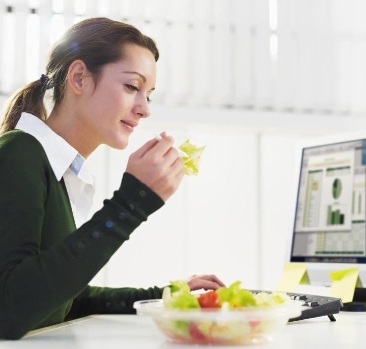 Постарайтесь обедать в отдельном от коллеги-вампира помещении