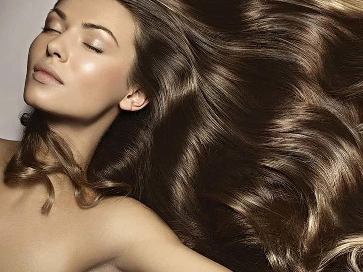 Модный естественный светло-каштановый оттенок волос