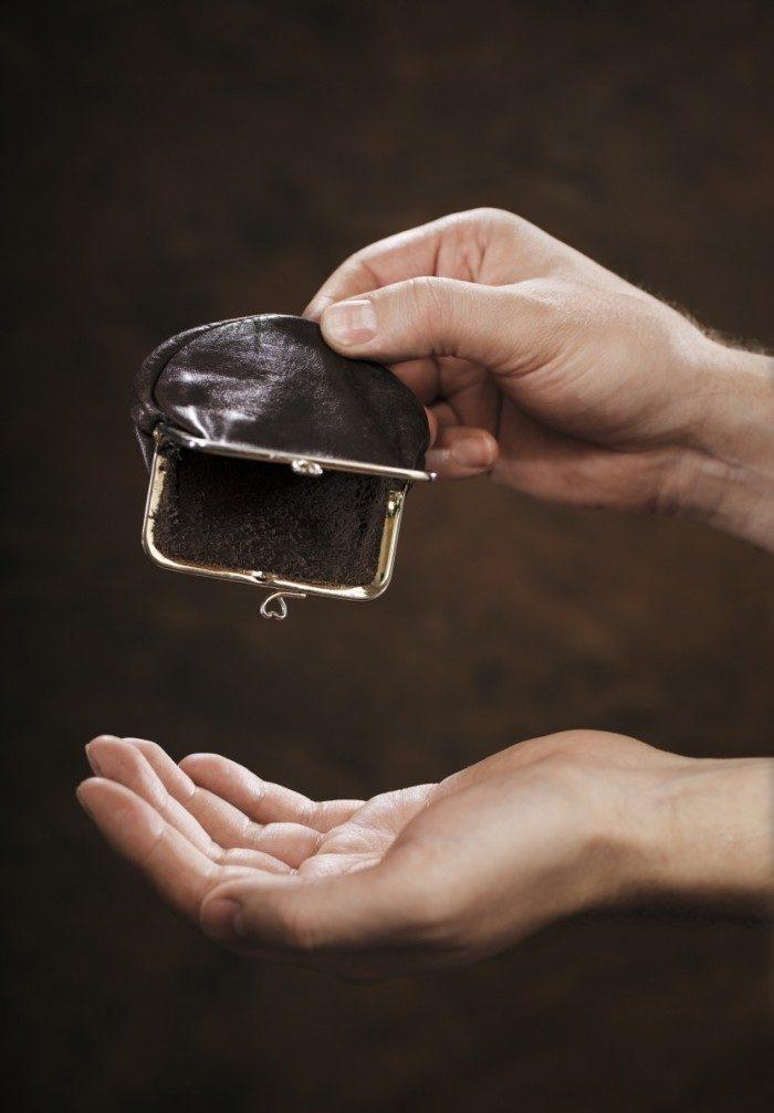 После наведенной порчи денег обычно становится очень мало