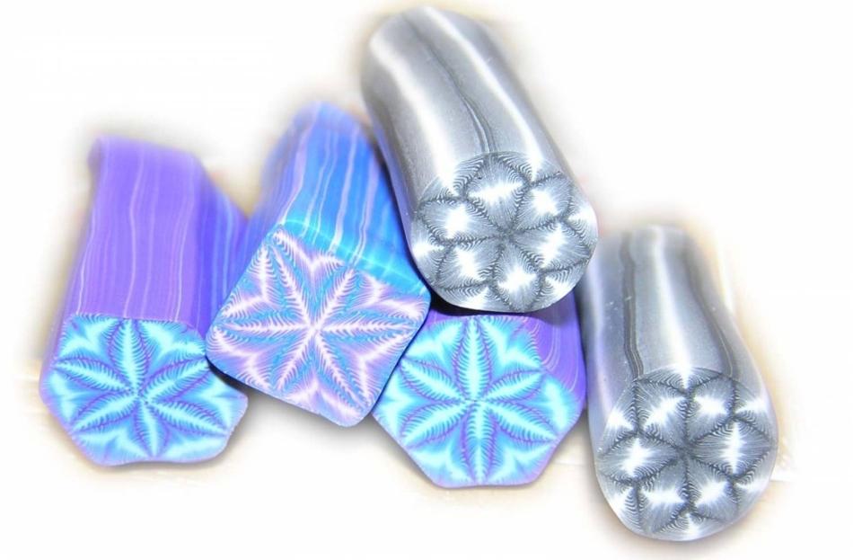 snezhinki-cvetochki-listiki-paporotnika---vsyo-yeto-mozhno-legko-sdelat-iz-polimernoi-glini Изделия, поделки из полимерной глины: мастер класс для начинающих своими руками