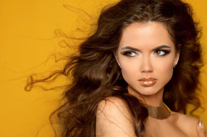 Подходящий цвет волос для светлых карих глаз