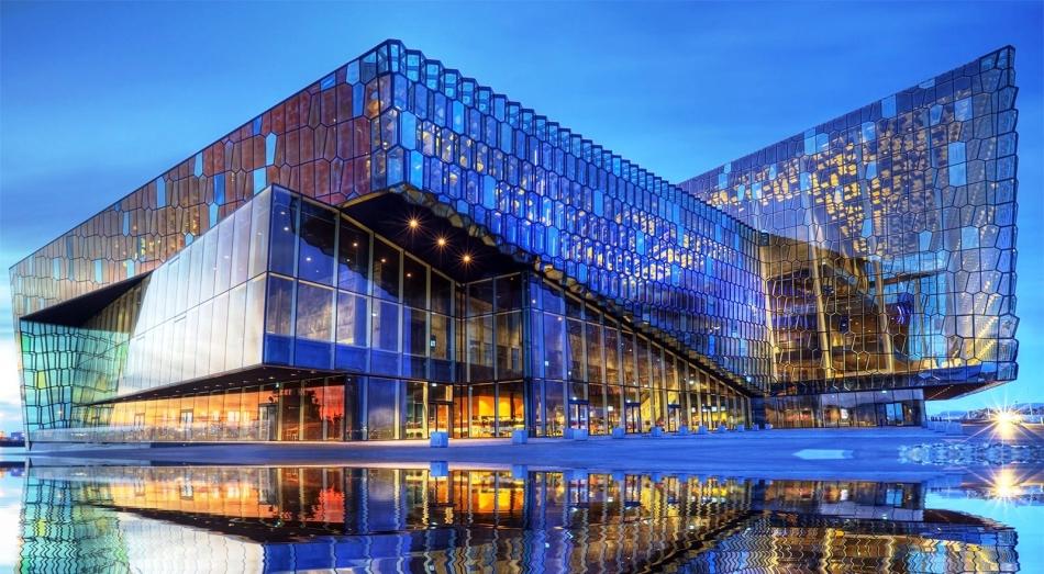 Здание концерт-холла в рейкьявике, исландия